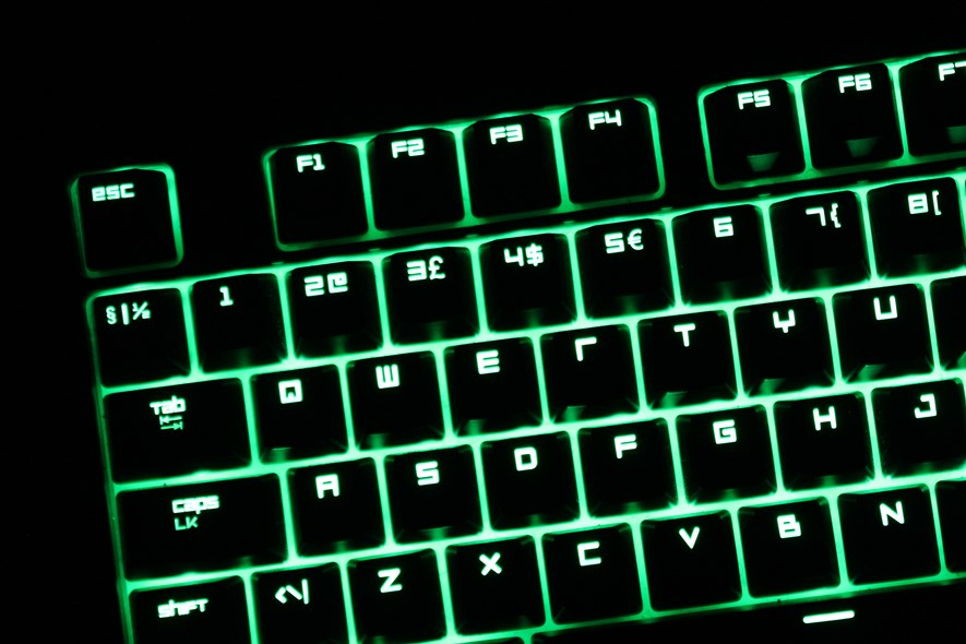 The keyboard uses Razer's own font, but not for all keys. Note that the $ character has the typical Razer blocky font, while the £ and € do not.