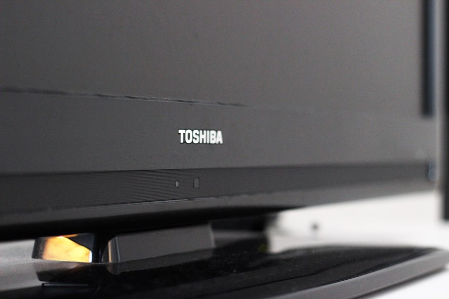Repairing the Toshiba Regza 42XV556D Power Button - Erik